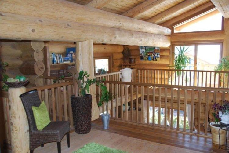 inside look real canadian cedar homes st johann in tirol. Black Bedroom Furniture Sets. Home Design Ideas